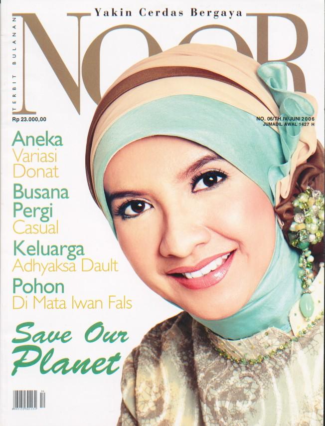 model cover majalah noor juni 2006